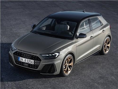 Audi A1 - Audi A1 Sportback 2019 вид спереди сверху