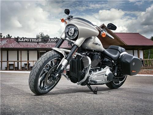 Harley-Davidson Sport Glide вид спереди