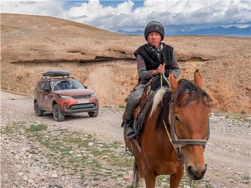 Киргизы садятся в седло, едва научившись ходить