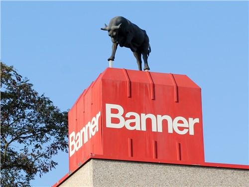 Бык на крыше одного из зданий компании уже несколько десятков лет служит символом постоянного развития и высокого качества