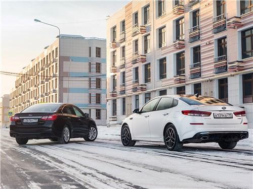 KIA Optima GT Line 2019 и Subaru Legacy 2018 вид сзади