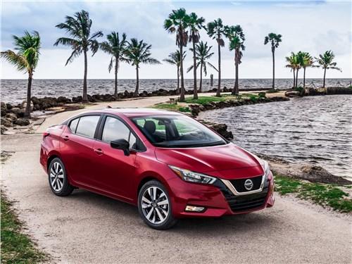 Nissan Tiida 2015 вид спереди