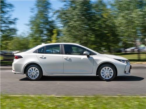 Toyota Corolla 2019 вид сбоку