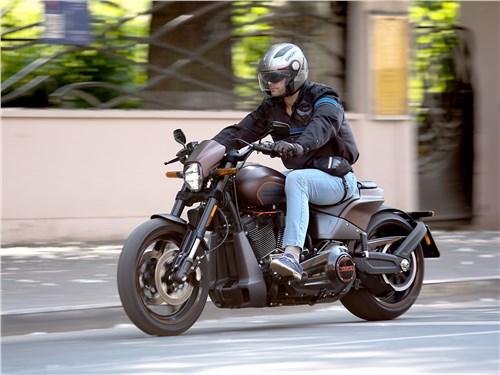 Harley-Davidson FXDR вид спереди