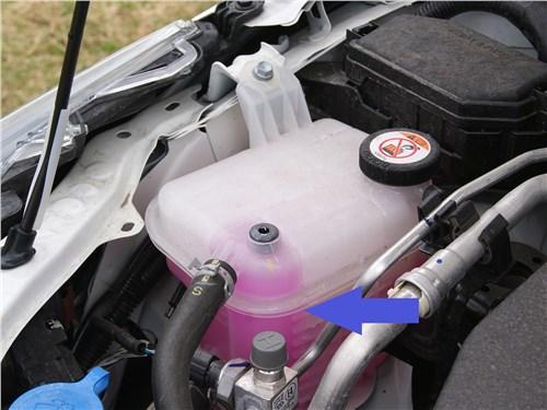 Если охлаждающая жидкость, например, розовая, то и доливать, а также заливать при замене следует только аналогичный антифриз