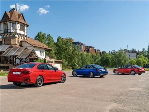 Audi A4 45 TFSI quattro, BMW 320d, Mercedes-Benz C 300 вид сзади