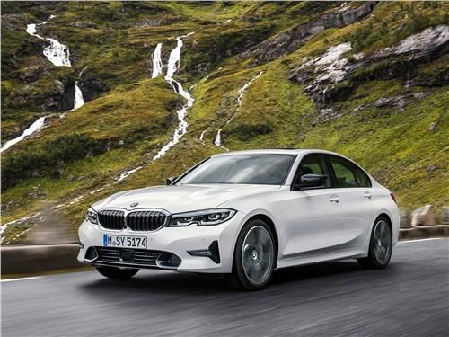 Птица-тройка по-немецки: драйверский BMW 3 Series, комфортабельный Mercedes-Benz C-Class или рассудительный Audi A4? 3 series - BMW 3-Series 2019 вид спереди