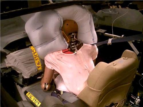 Новость про Honda - Honda заново изобрела подушки безопасности