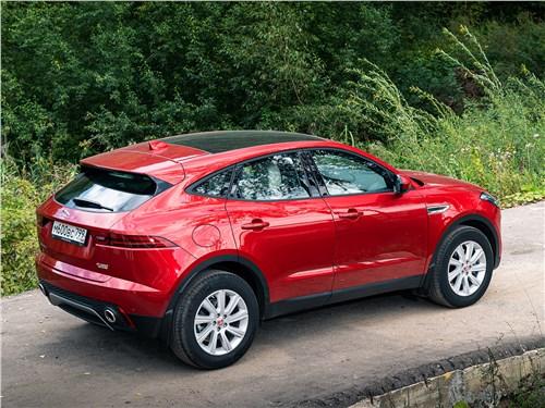 Jaguar E-Pace 2018 вид сзади