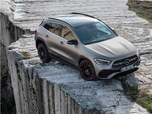 Против правил GLA-Class - Mercedes-Benz GLA 2021 вид спереди сверху