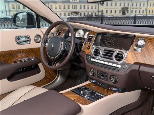 Rolls-Royce Wraith 2014 водительское место