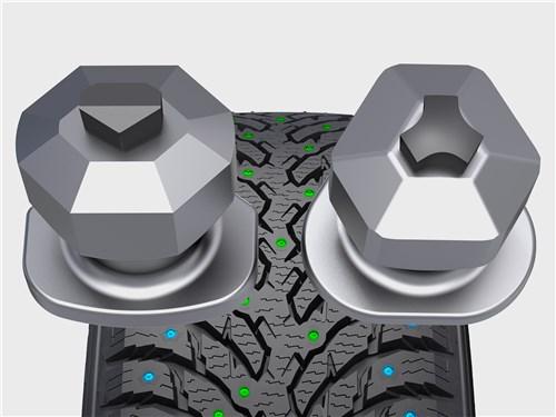 Nokian использует разные шипы в одной шине: граненый для продольного сцепления и трехлучевой для поперечной устойчивости