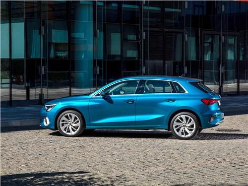 Audi A3 (2021) вид сбоку