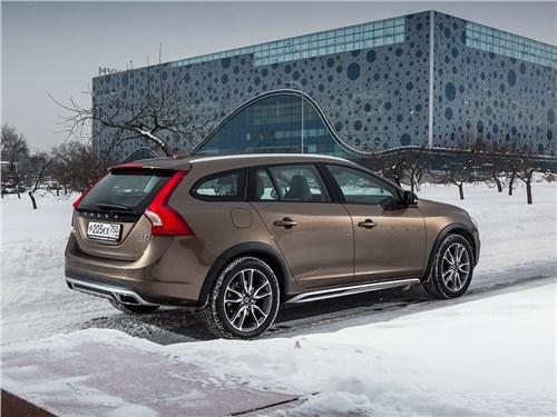Volvo V60 Cross Country 2015 вид сбоку сзади