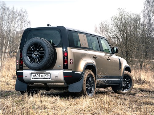 Land Rover Defender 110 (2020) вид сзади