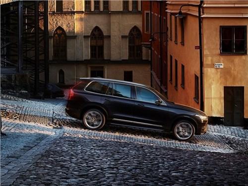 Новость про Volvo XC90 - Volvo выйдет на рынок беспилотный автомобилей в 2021 году