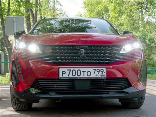 Peugeot 3008 (2021) вид спереди