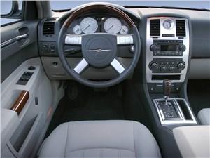 Предпросмотр chrysler 300c 2005 водительское место