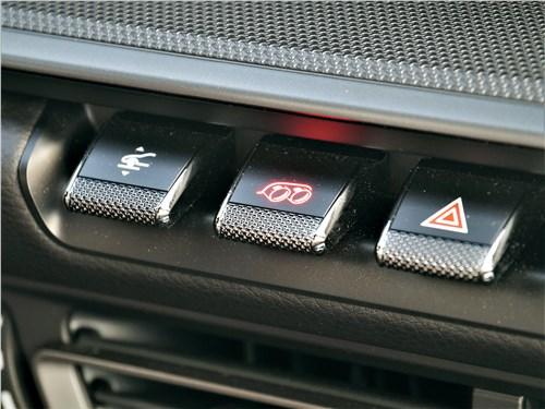Porsche 911 Carrera 4S (2018) клавиши управления положением моторизованного антикрыла и активации спортивного звука выхлопа