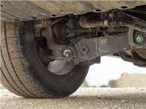 Honda CR-V 2015 места крепления наружных концов рычагов задней подвески