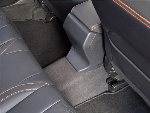 Subaru XV 2018 трансмиссионный туннель