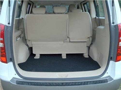 Hyundai Н-1 2018 багажное отделение