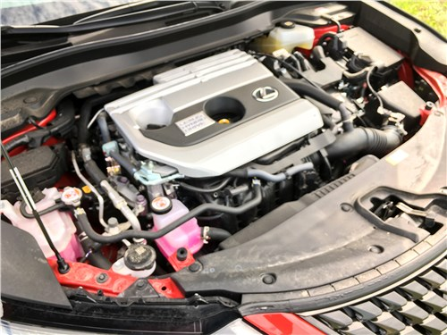 Lexus UX 250H (2019) моторный отсек