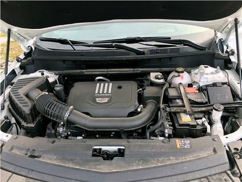Cadillac XT6 2020 моторный отсек