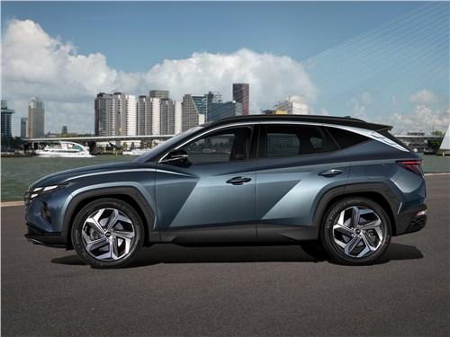 Hyundai Tucson (2021) вид сбоку