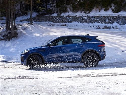 Компактный спорт: Jaguar E-Pace вызывает на бой BMW X2 E-Pace - Jaguar E-Pace (2021) вид сбоку