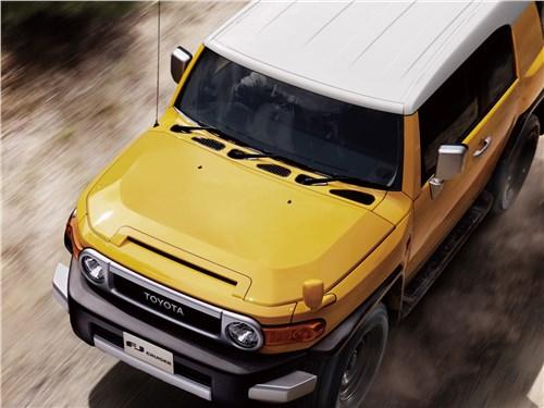 Toyota FJ Cruiser (2006 г.) имела аж три щетки стеклоочистителя