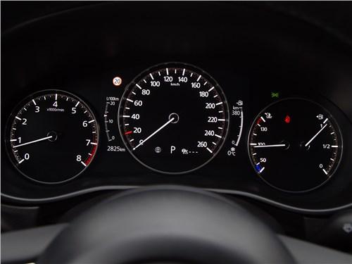 Mazda CX-30 (2020) приборная панель