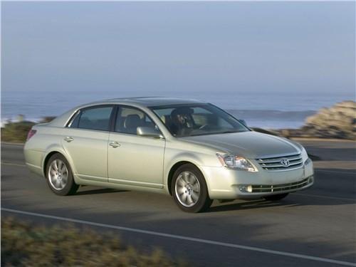 Toyota Avalon XLS (2006) вид спереди сбоку