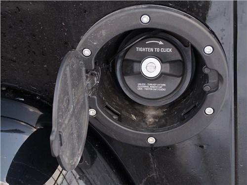 Предпросмотр jeep wrangler 2007 лючок заливной горловины топливного бака