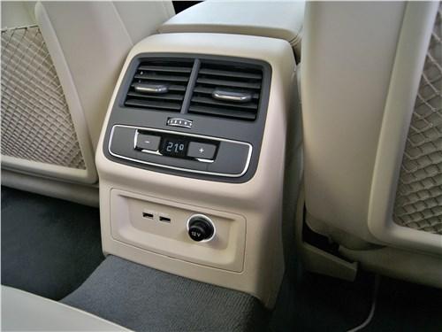 """Audi A5 Sportback 2020 """"климат"""" для задних пассажиров"""