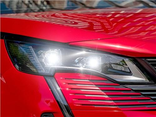 Peugeot 3008 (2021) передняя фара