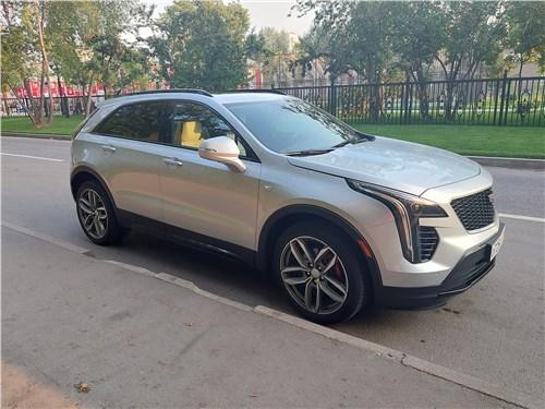 Cadillac XT4 (2019) вид сбоку