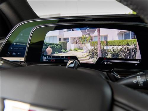 Cadillac Escalade (2021) приборная панель