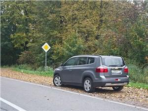 Chevrolet Orlando 2013 вид сзади