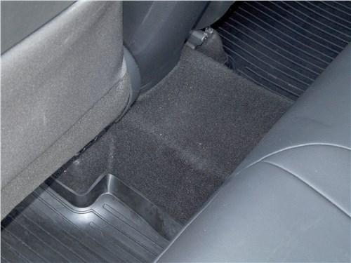 Toyota C-HR 2016 трансмиссионный туннель
