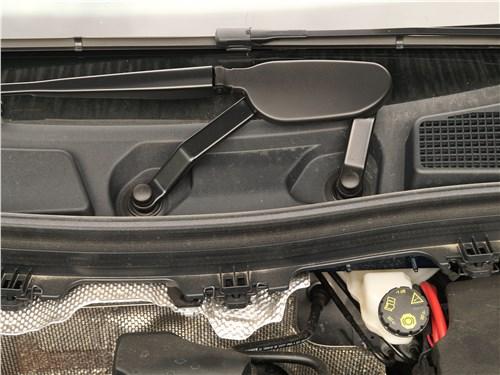 Mercedes-Benz B-Class 2019 моторный отсек