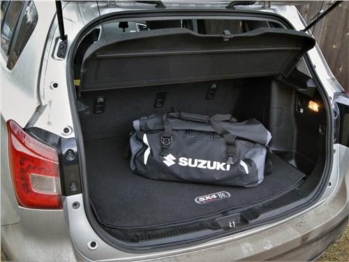 Suzuki SX4 2016 багажное отделение