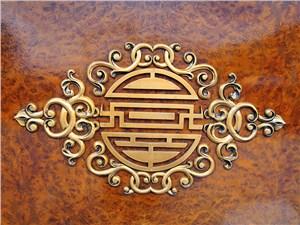 Свастика в монгольском декоративном искусстве часто спрятана в орнаментах