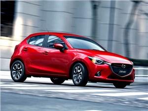 Новый Mazda 2 - Mazda 2 2015 В движении