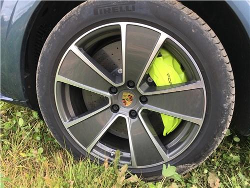 Предпросмотр porsche cayenne turbo s e-hybrid coupe 2020 колесо