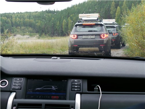 Предпросмотр land rover discovery sport 2015 вид сзади