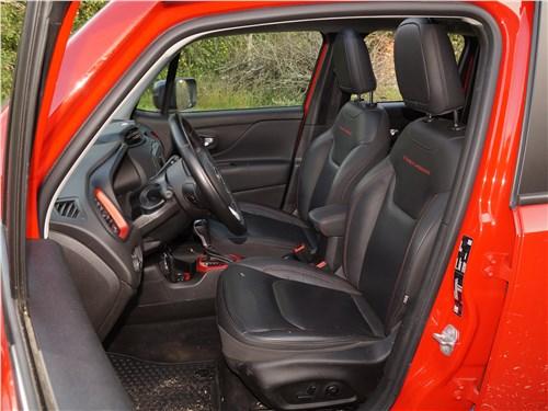 Jeep Renegade 2019 передние кресла