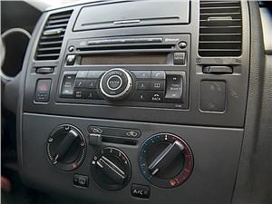 Nissan Tiida 2010 центральная консоль