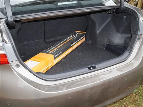 Toyota Corolla 2017 багажное отделение