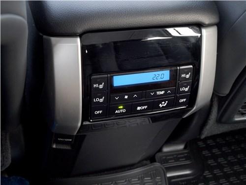 Toyota Land Cruiser Prado 2017 климат для второго ряда